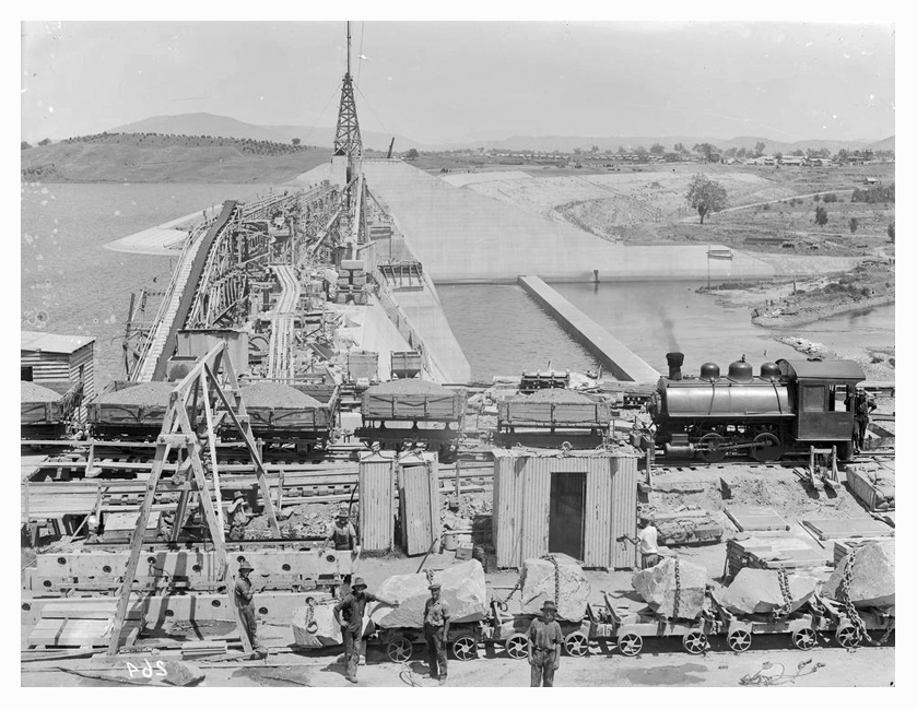1933 Hume Weir spillway construction 02