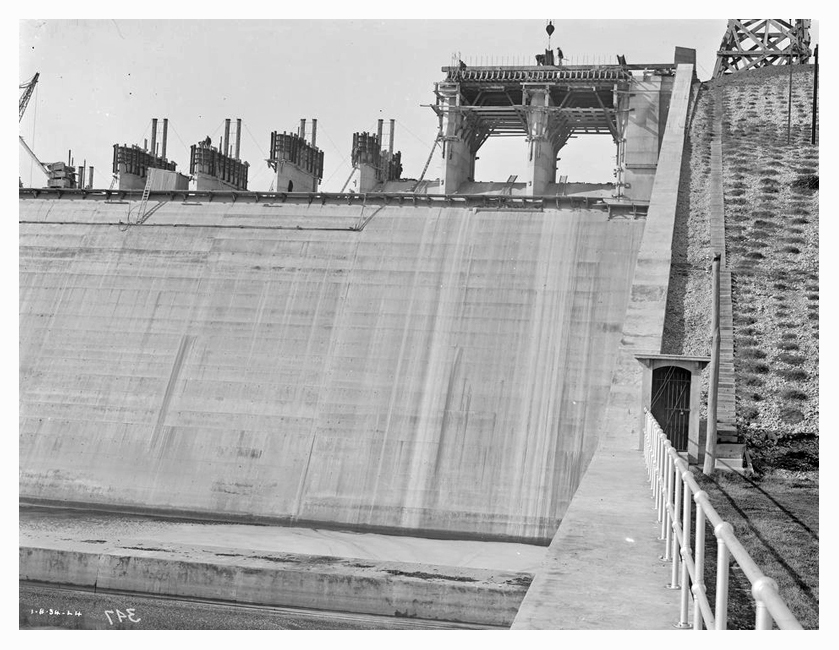 1934 Hume Weir spillway construction 02
