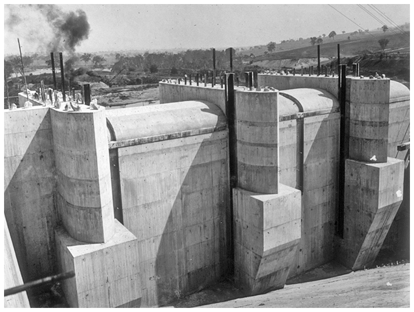 1931 Work on spillway caps